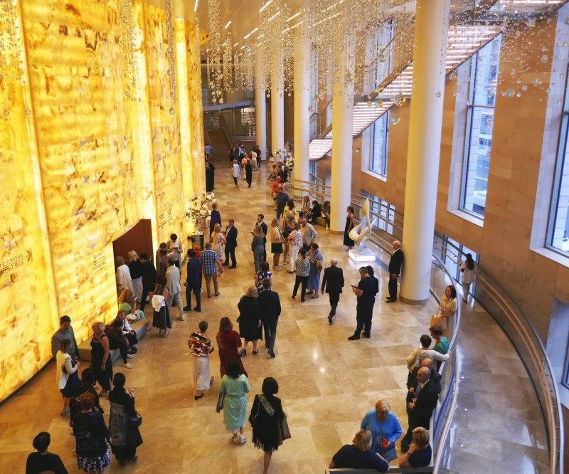 晴れやかな雰囲気のマリインスキ劇場新館