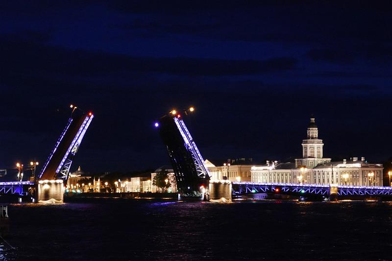 サンクトペテルブルク、橋のライトアップ