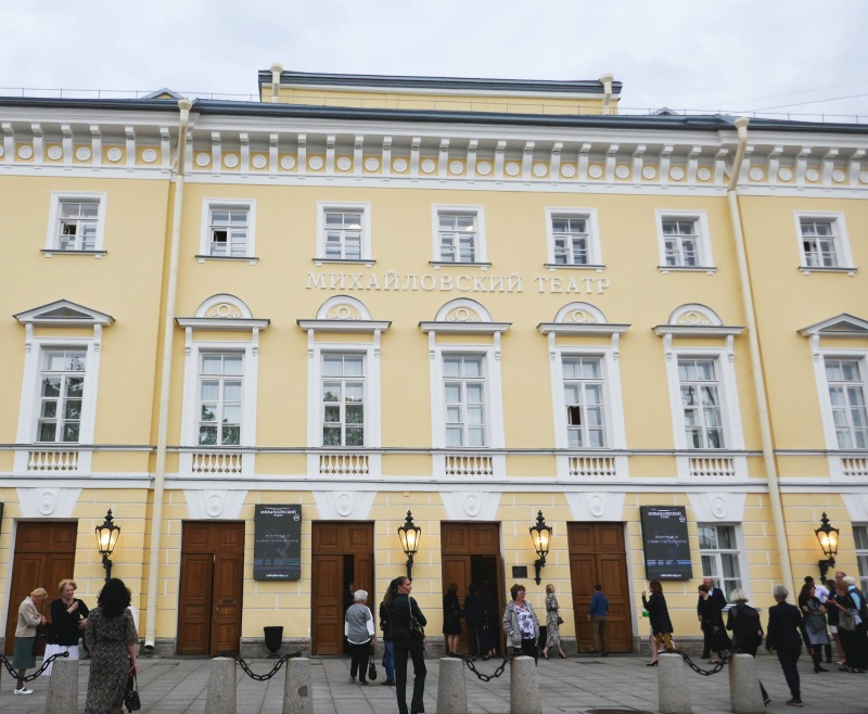 サンクトペテルブルクのバレエのメッカ、ミハイロフスキー劇場。