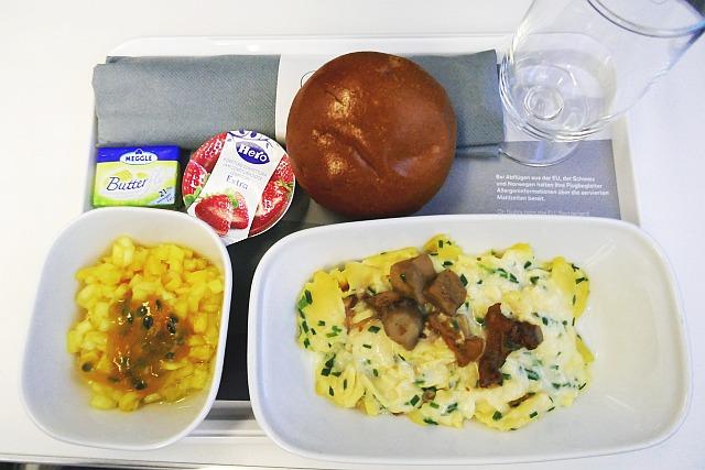 ルフトハンザのプレミアムエコノミーの朝食