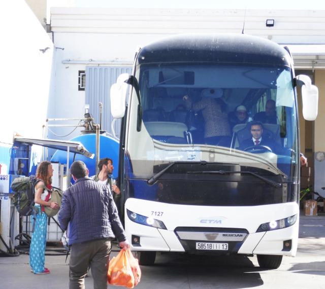 モロッコ個人旅行シャウエン行きバス